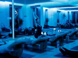 Gyertyafényes jógaóra / Studio YogaSecrets / Nagy Anna